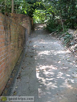 Start of the path to buddha s footprint from parking place